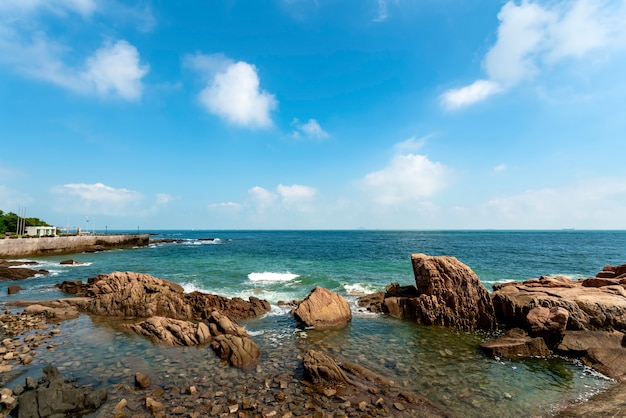 La magnifique côte et le paysage urbain de qingdao
