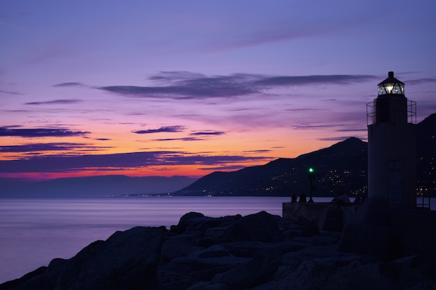 Magnifique coucher de soleil sur la mer