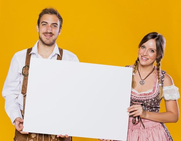 Magnifique couple bavarois ensemble