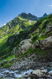 Le magnifique paysage d'été à arkhyz, russie