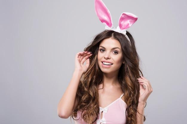 Magnifique sourire d'un lapin attrayant