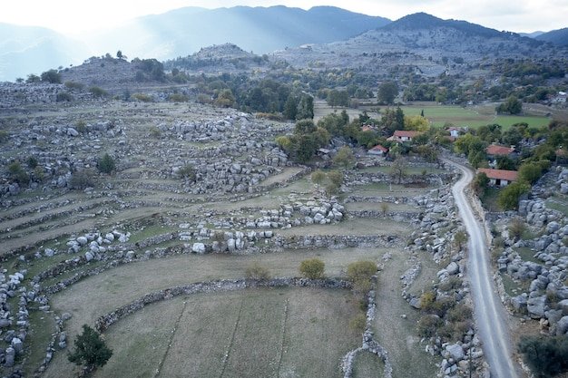 La magnifique vue panoramique sur la vallée de la montagne