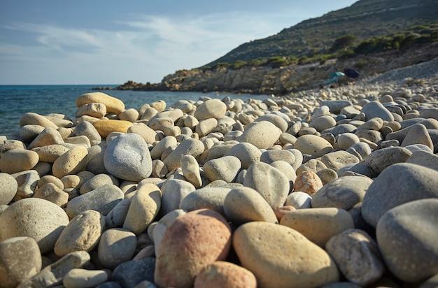 Magnifique vue sur la plage de punta molentis en sardaigne, prise pendant l'été