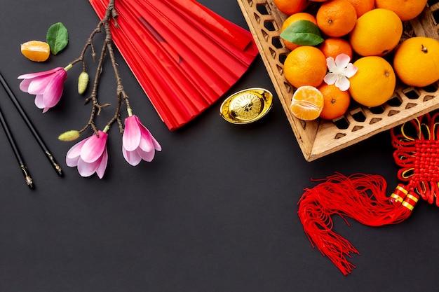 Magnolia et panier de mandarine nouvel an chinois