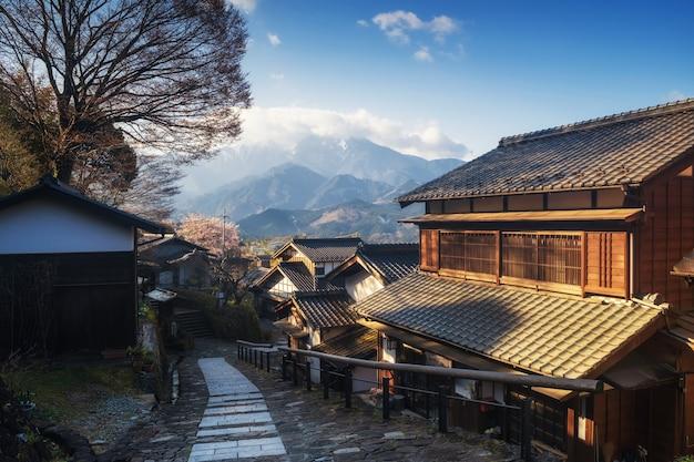 Magome juku town au lever du soleil, vallée de kiso