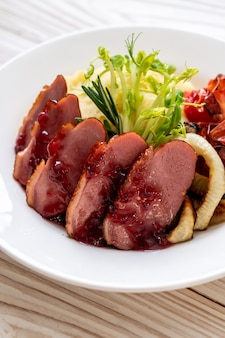 Magret de canard grillé à la sauce
