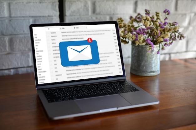 Mail communication connection message aux contacts mailing téléphone global letters concept