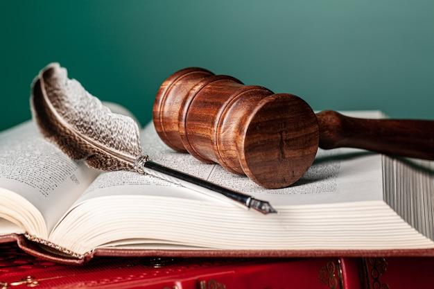 Maillet d'un juge, gros plan
