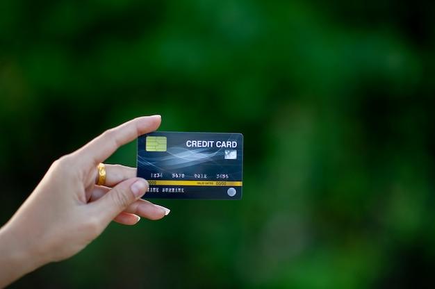 Main et carte de crédit