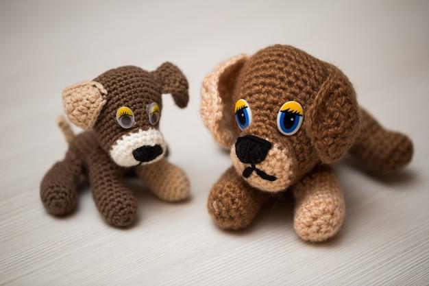 Main de chien tricotée. symbole .