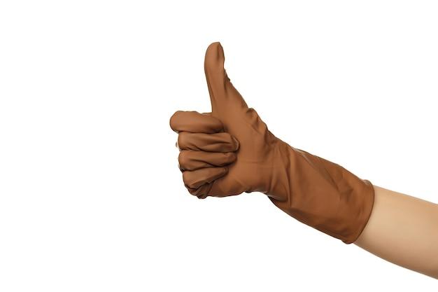Main féminine avec gant de protection chirurgical brun isolé