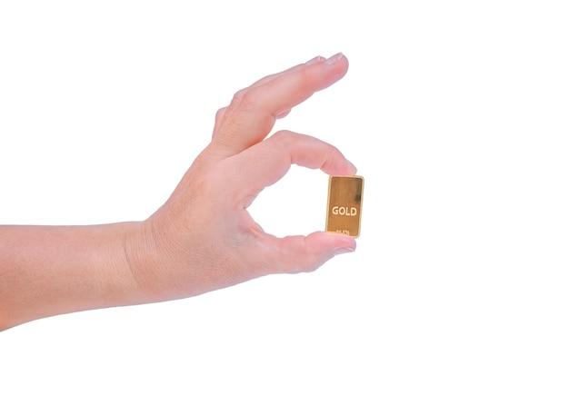 Main féminine tenant un lingot d'or isolé