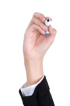 Main de femme d'affaires tenant un stylo pour écrire isolé sur blanc