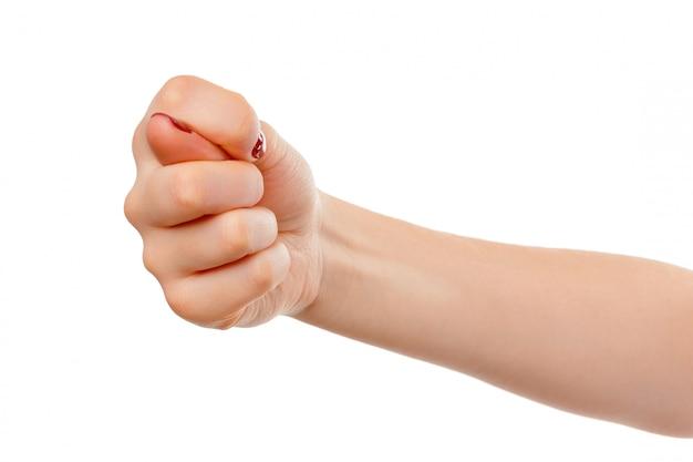 Main de femme avec le geste du poing isolé sur blanc