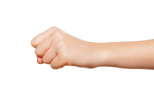 Main de femme avec geste de poing isolé sur blanc