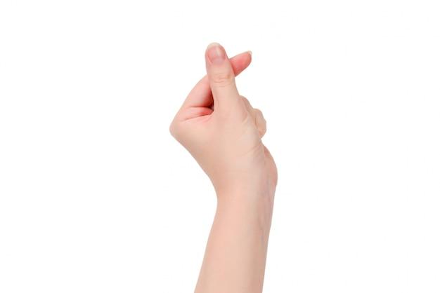 Main de femme isolée sur blanc. symbole du coeur.