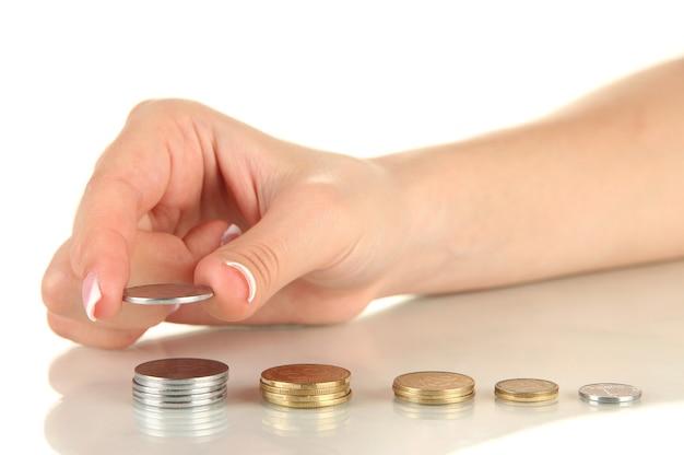 Main de femme avec des pièces de monnaie, gros plan