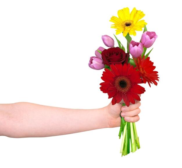 Main avec des fleurs isolées sur blanc