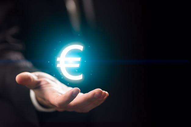 Main de l'homme l avec l'icône de l'euro