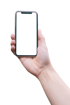 Main de l'homme tenant le smartphone isolé sur blanc avec un tracé de détourage