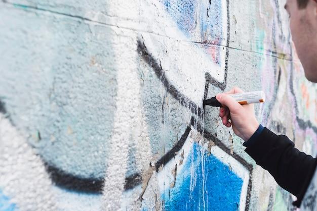 Main humaine dessin graffiti avec marqueur