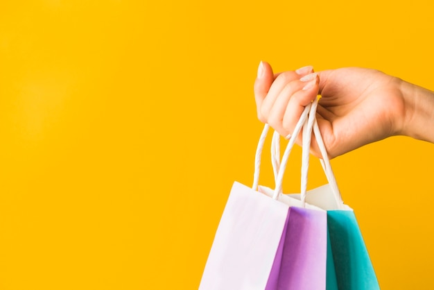 Main humaine, tenue, achats, paquets