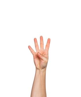 Une main masculine avec quatre doigts ouverts, fond blanc, espace pour la copie