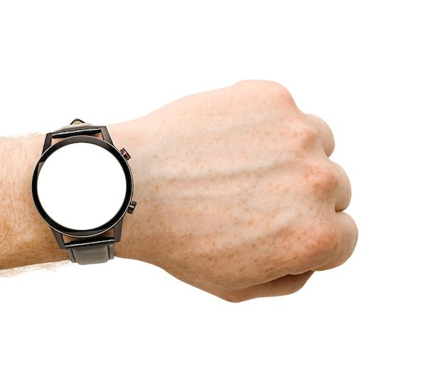 Main masculine avec smart watch sur blanc isolé