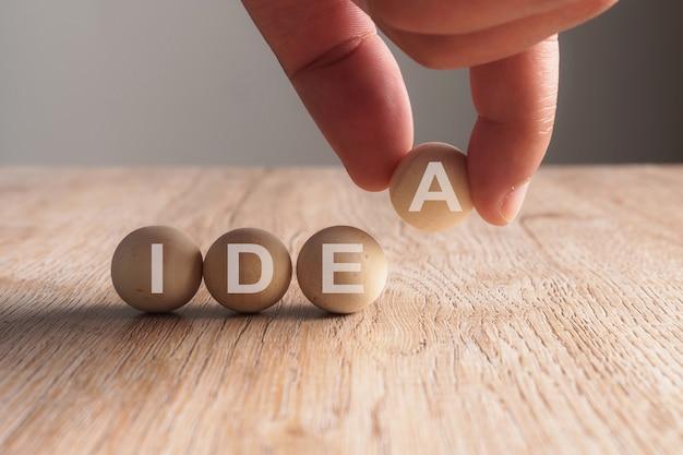 Main, mettre, sur, idée, mot, écrit, dans, boule bois
