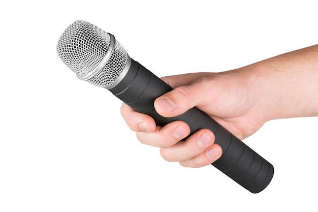 Main avec un microphone isolé sur blanc