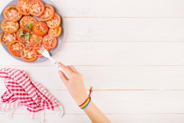 Main, piquant, tomate, plaque