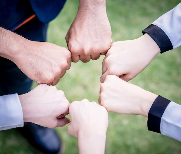 Main et poings cercle ensemble pour le concept de l'équipe