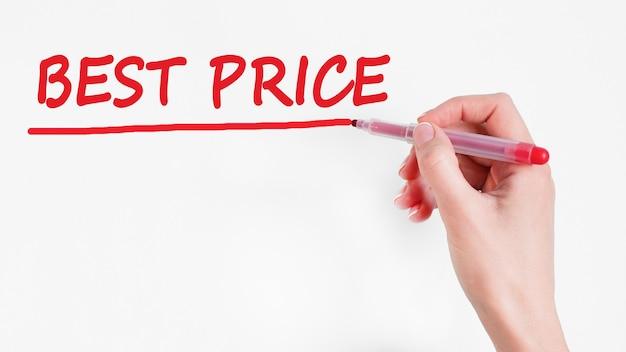 Main qui écrit l'inscription au meilleur prix avec un marqueur de couleur rouge, concept, stock image
