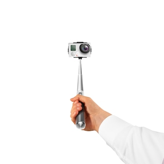 Main tenant une caméra d'action isolée