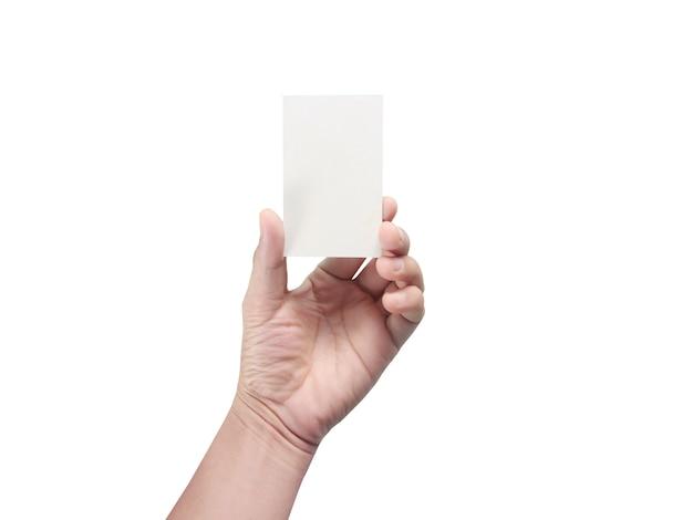 Main tenant une carte de visite vierge blanche