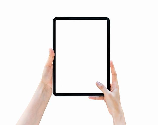 Main tenant l'écran blanc de la tablette sur isolé.