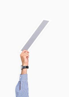 Main tenant une icône de barre oblique