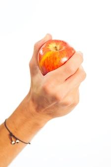 Main tenant une pomme