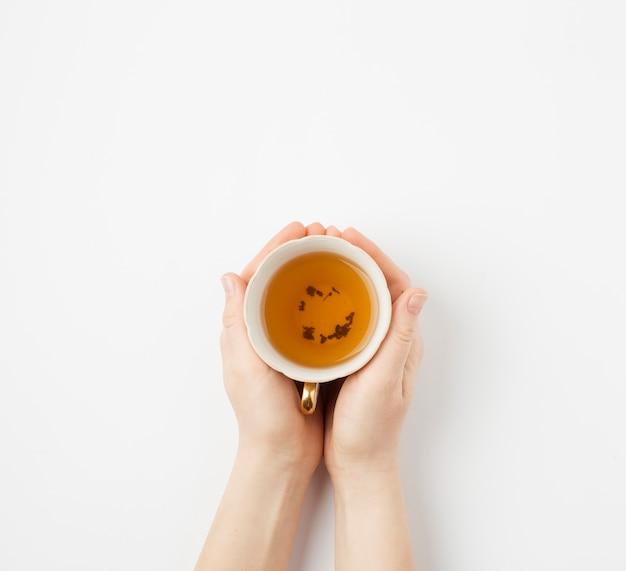Main tenant le thé