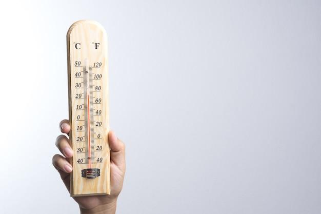 Main tenant un thermomètre classique