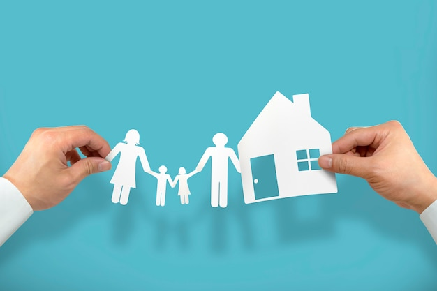 Main tenir la maison et la famille