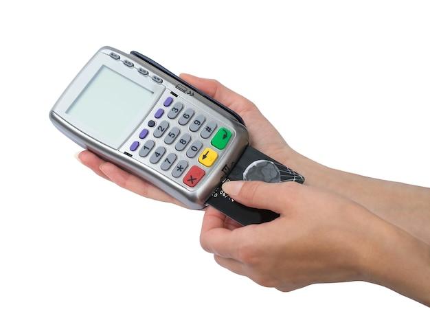 Main avec terminal de paiement isolé sur fond blanc