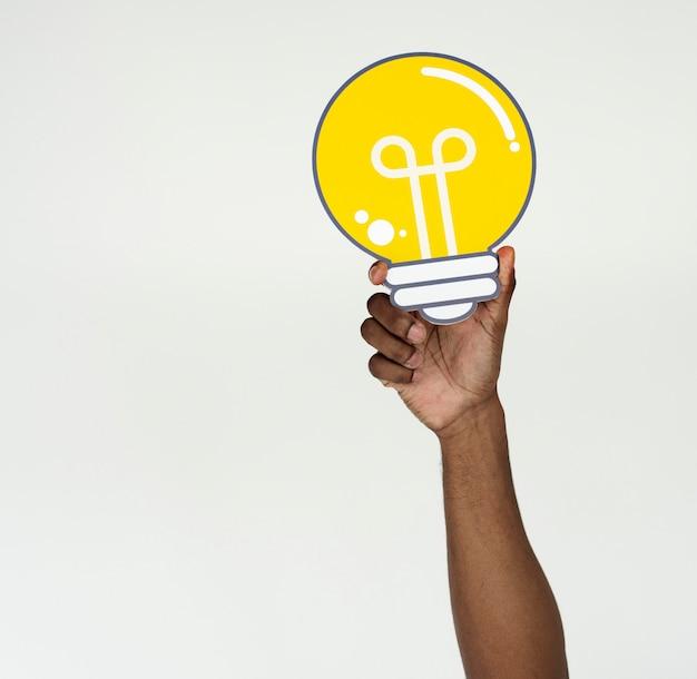 Main voir idées ampoule pensez
