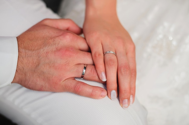 Mains, de, aimer, couple, marié, et, mariée