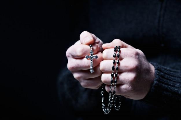 Mains et chapelet