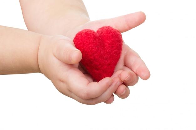 Mains avec un coeur