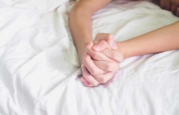 Mains de couple