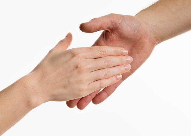 Mains dans la poignée de main