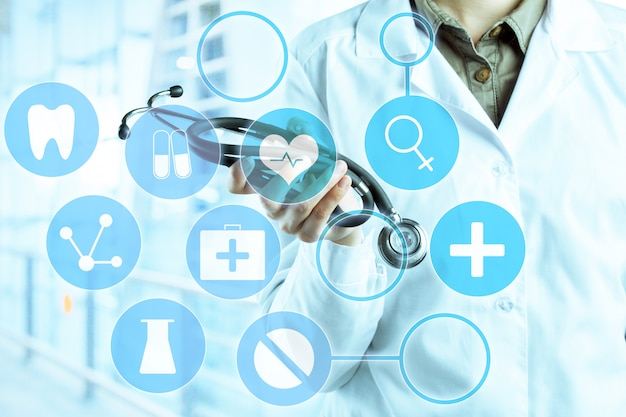Mains du docteur en médecine