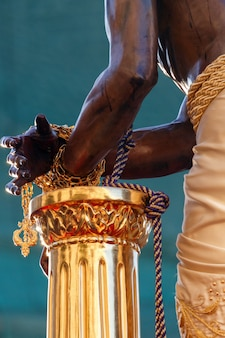 Mains enchaînées du christ des gitans à malaga